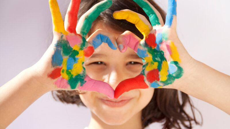Quelle peinture choisir en fonction de l'âge des enfants ?